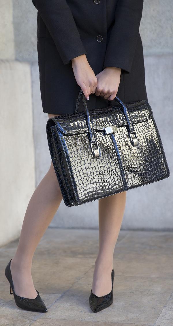 Női táskák. Férfi bőrtáskák és aktatáskák 9d2fb8796b
